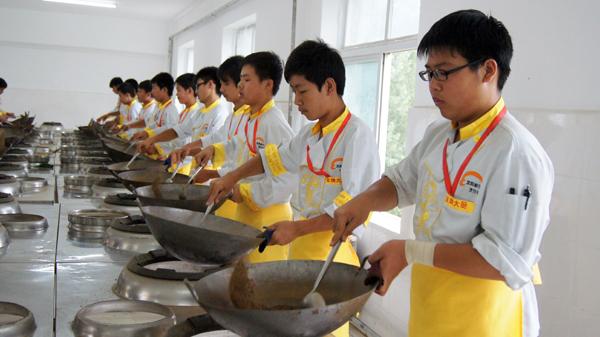 谁知道哪家厨师培训学校做的特制羊汤好喝?