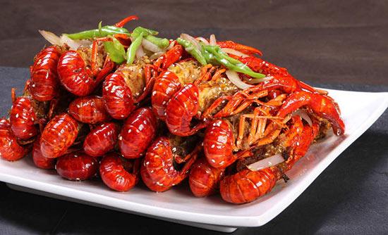 """""""八品龙虾经典"""":118道不重样的小龙虾菜肴"""