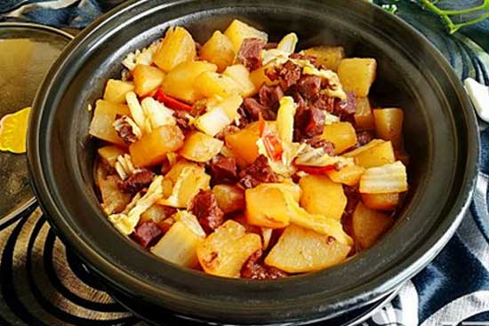 家常菜萝卜白菜牛腩煲